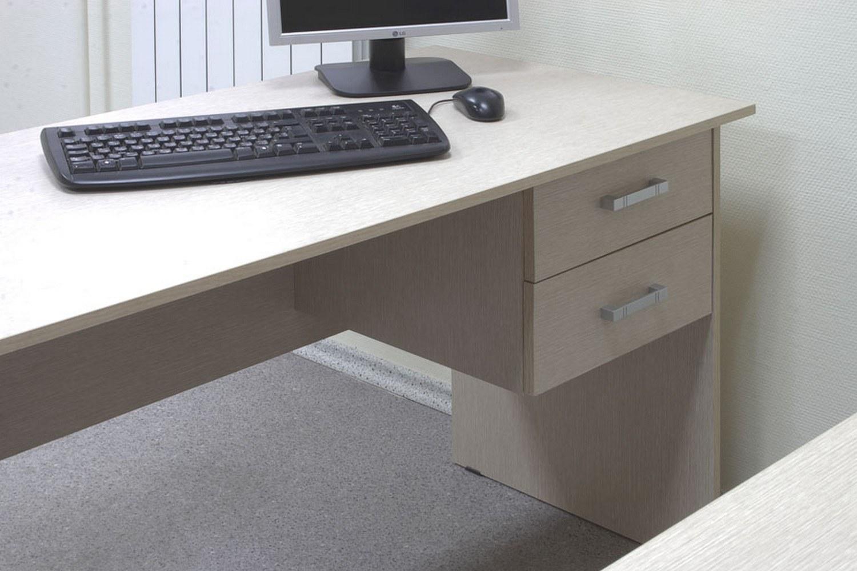 Практичные офисные столы с подвесной тумбой